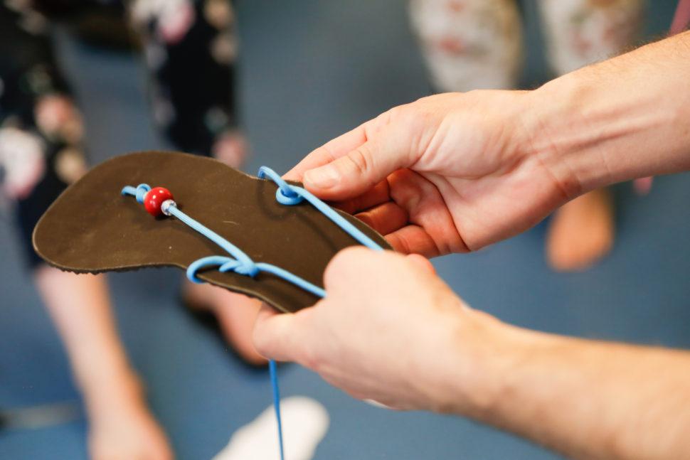 Happy Sandals Fyzio workshop navlékání tkaniček