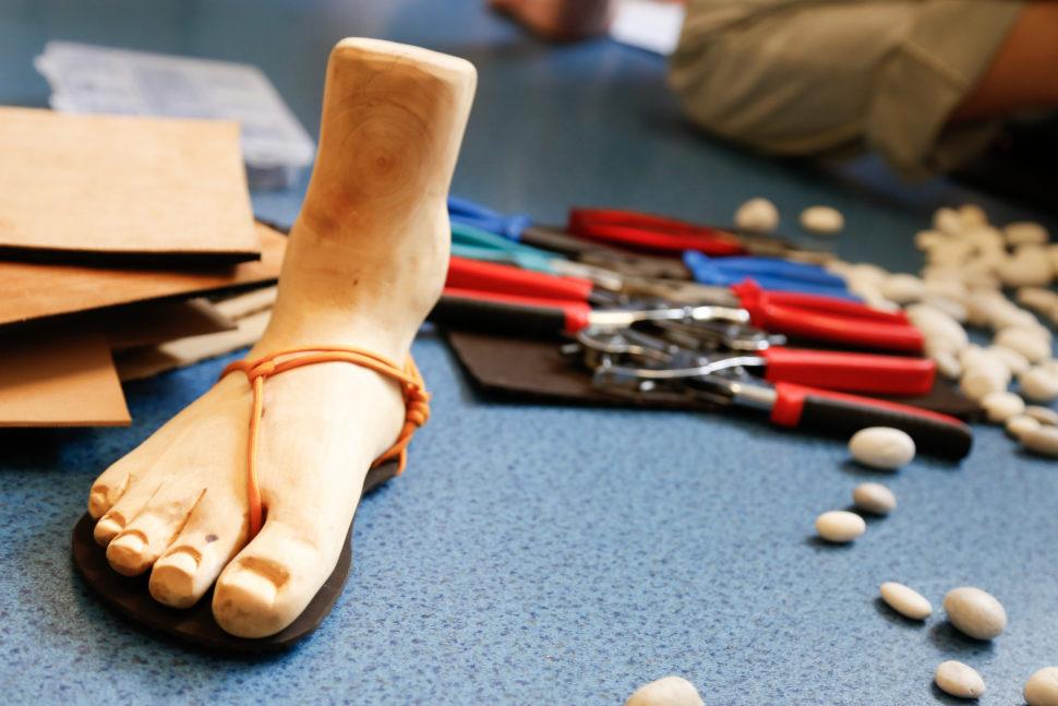 Happy Sandals Fyzio workshop dřevěná noha