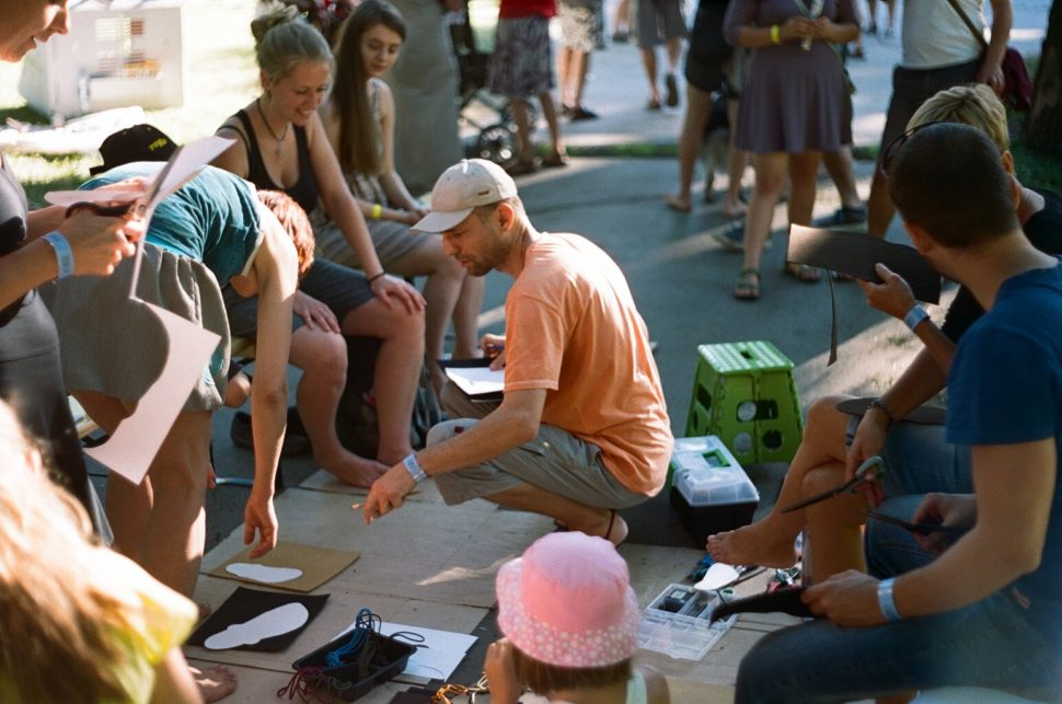 Mezi Ploty instruktáž naHappy Sandals workshopu