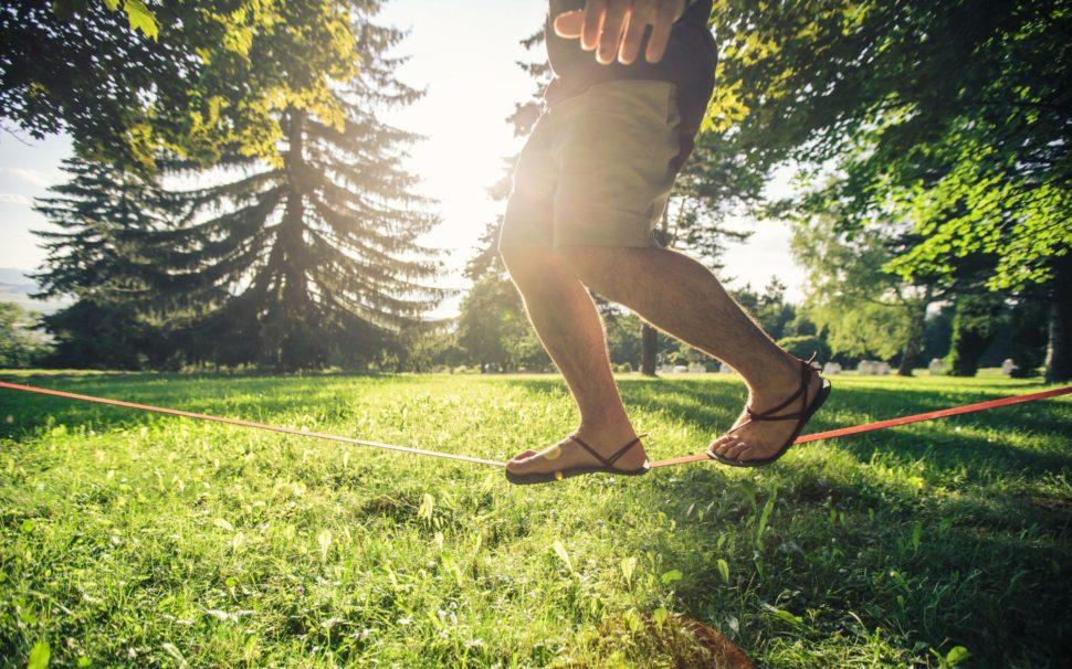 Barefoot lifestyle sandály vparku Summer walks naslackline