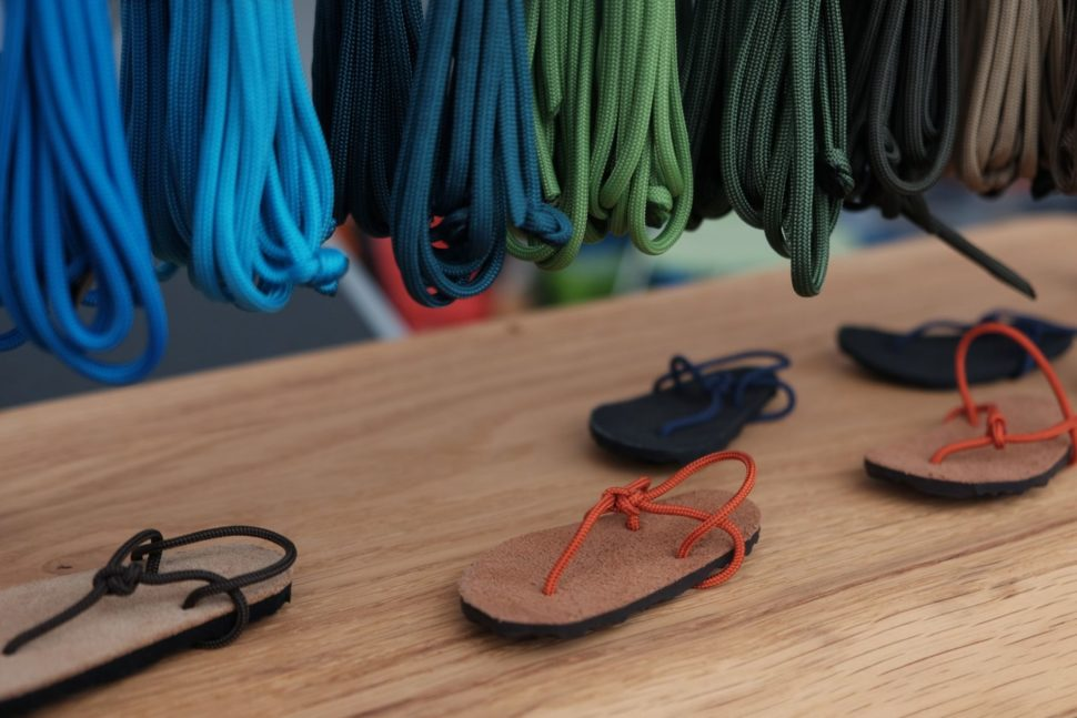 Prezentace Happy Sandals sworkshopem navýrobu sandálů při Zlín Film Festivalu